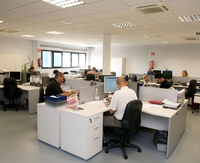 Facilities staff zamakona yards for Oficinas comerciales