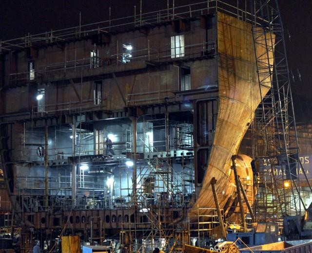Shipbuilding during the night_Zamakona Yards